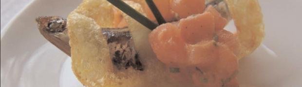 Sardelle gefangen im Kartoffelgitter